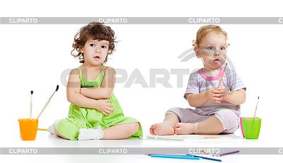 Kinder Gruppe mit Pinsel im Studio | Foto mit hoher Auflösung |ID 3657248