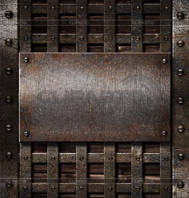 Alters Metallplatte auf hölzernen mittelalterlichen Hintergrund | Foto mit hoher Auflösung |ID 3657889
