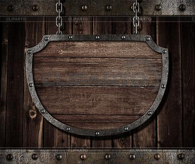 Wieku średniowiecznego tarcza szyld wiszący na łańcuchach | Foto stockowe wysokiej rozdzielczości |ID 3658414