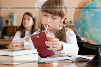 "pre teen фото 1""></img><br></div> <div class=""foto_gallery""><img src=""http://img1.cliparto.com/pic/xl/214580/3659128-cute-preteen-schoolgirl-is-making-make-up-during.jpg"" width=""500"" alt="