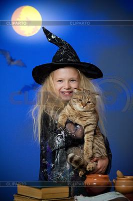 Mädchen als Hexe in der Nacht gekleidet mit Katze | Foto mit hoher Auflösung |ID 3659766