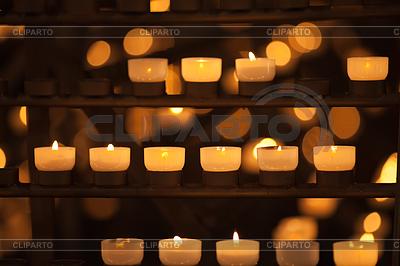 Kerzen im Tempel | Foto mit hoher Auflösung |ID 3659839