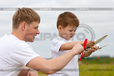 Father and son have fun with toy aircraft model in | Foto stockowe wysokiej rozdzielczości |ID 3660478