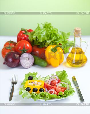 Healthy food fresh vegetable salad knife and fork | Foto stockowe wysokiej rozdzielczości |ID 3660878