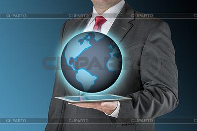 Business-Mann mit Tablette und Erde | Foto mit hoher Auflösung |ID 4308908